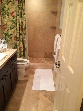 Secret Harbour Beach Resort: Bathroom