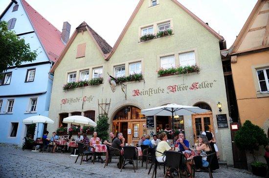 The streetside patio at Restaurant Alter Keller in Rothenburg