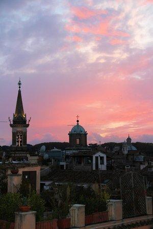Antica Dimora delle Cinque Lune : Вид с террасы вечером