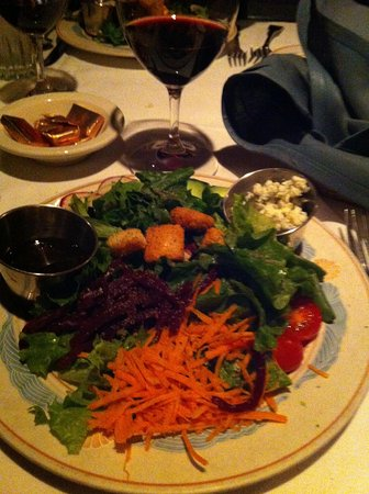 Sea Chest Oyster Bar: Dinner salad.