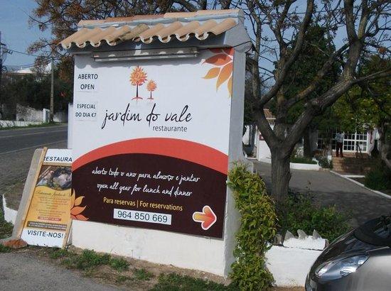 Tino's Restaurante: Jardim do Vale enter here