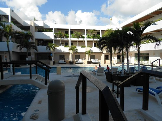 Flamingo Cancun Resort: Pool area