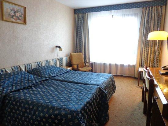 Hotel Cosmos : Кровать в номере