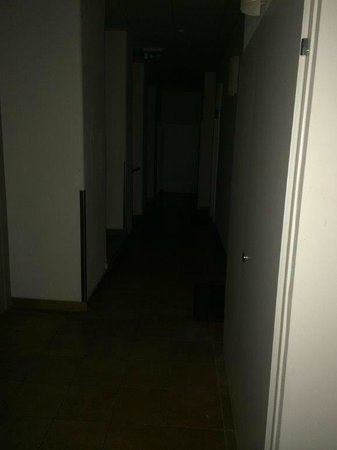 Hahn Apartments: Dark corridors without electricity light when you open your door