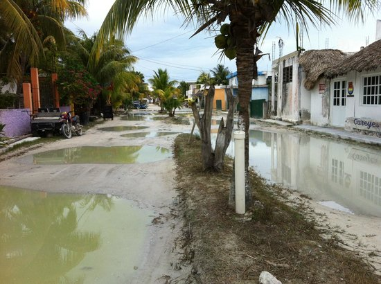 Holbox Dream Beach Front Hotel by Xperience Hotels : Calles contiguas