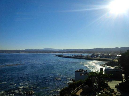 Monterey Bay Inn : daytime view