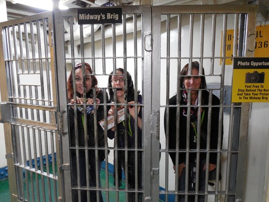 Musée de l'USS Midway : Yikes - how did we get behind bars