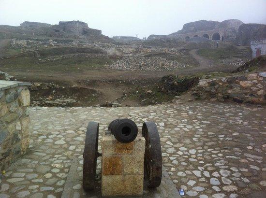 Kalaja Fortress: Cannone sulle mura