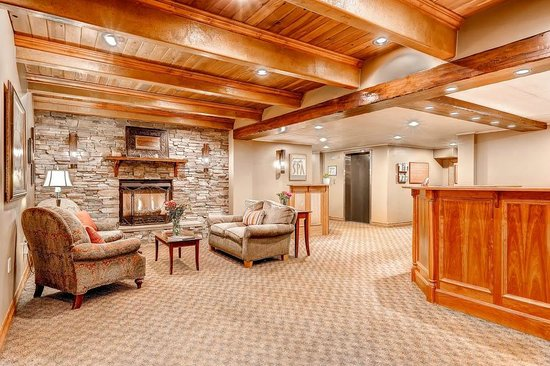Goldminer's Daughter Lodge : Comfortable and Welcoming Lobby Area