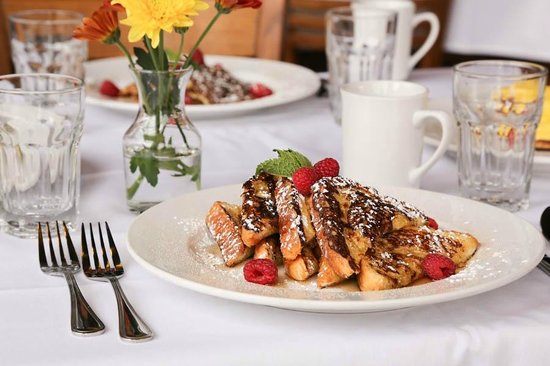 Goldminer's Daughter Lodge: Breakfast served daily included in rates