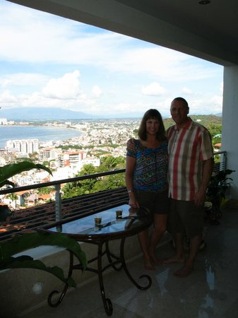 Sunset Plaza Beach Resort & Spa : View from friends condo of Banderas Bay and North resorts