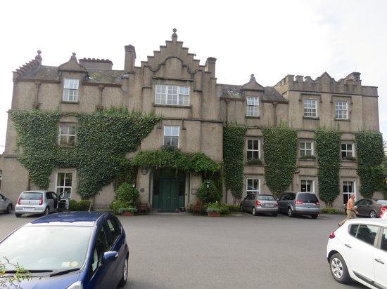 Ballynahinch Castle Hotel: Ballynahinch front