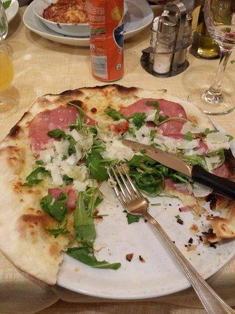 La Famiglia: Pizza de presunto, rucula e parmesão