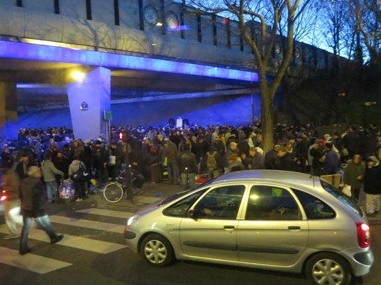 ibis budget Paris Porte de Montmartre: Gathering of homeless