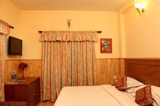 Pine Borough Inn : the cozy bed room