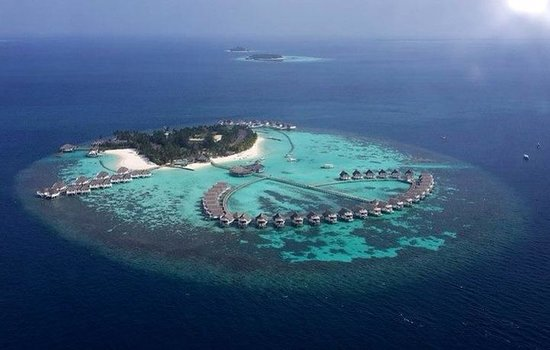 Centara Grand Island Resort & Spa Maldives : View of hotel from the plane
