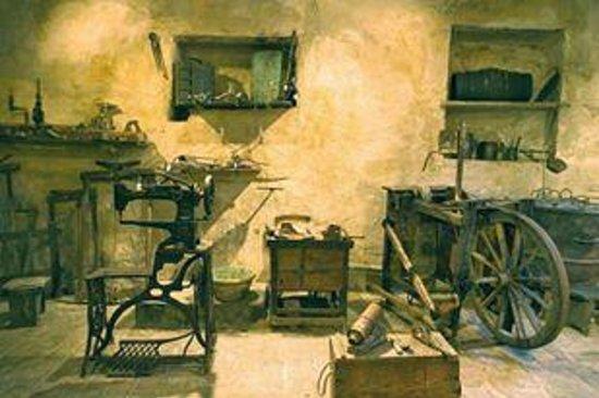 Monticello Amiata, Italien: Gli strumenti degli artigiani