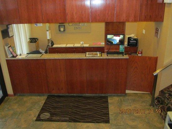 كومفرت إن لا جوارديا إيربورت - 83 ستريت: Front Desk