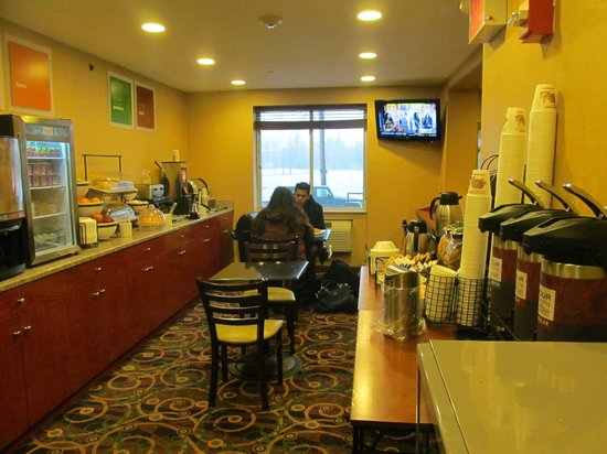 Comfort Inn LaGuardia Airport - 83rd St: Breakfast Area