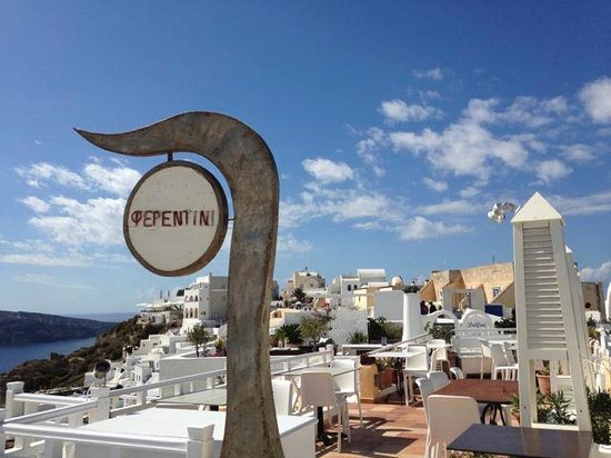 Feredini: Terrific location in Oia!