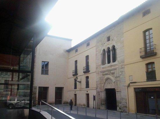 Palacio del Conde Luna: Detalle de la fachada