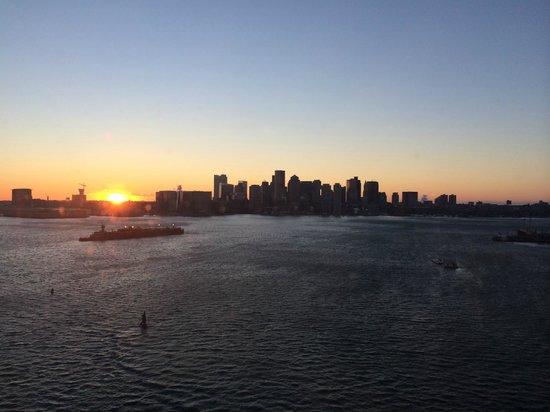 Hyatt Regency Boston Harbor : Best Sunset View!