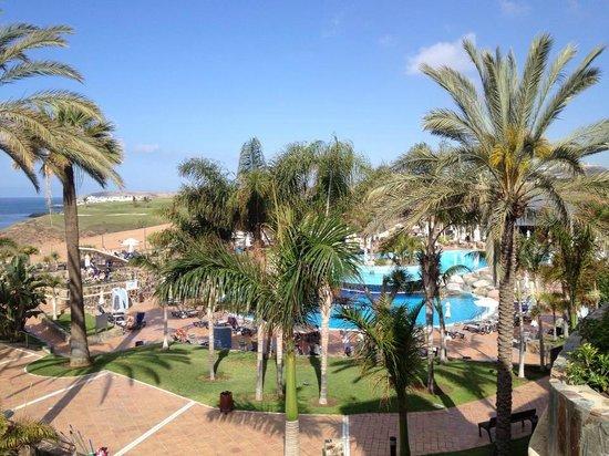 H10 Playa Meloneras Palace: Utsikt över stora poolområdet