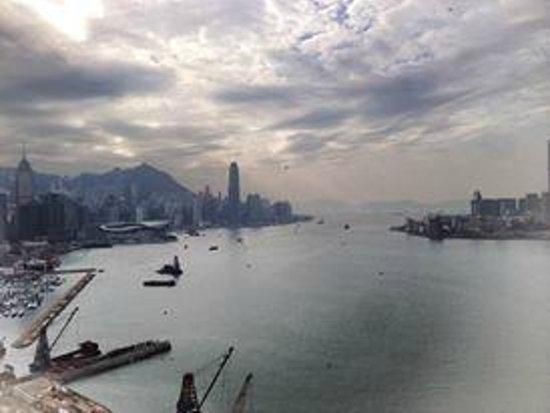 Harbour Grand Hong Kong: 落腳在靠近銅鑼灣的北角,眺望維多莉亞港,是這間飯店最大的賣點