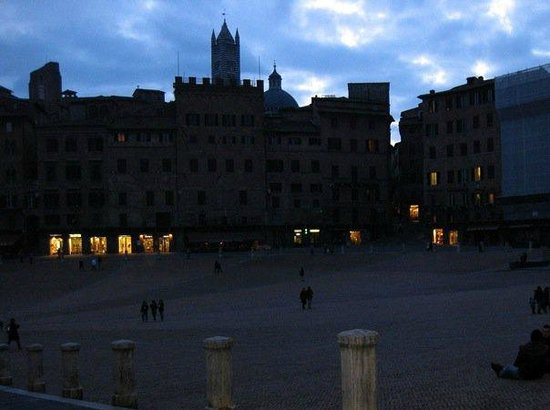 Piazza del Campo on a February evening