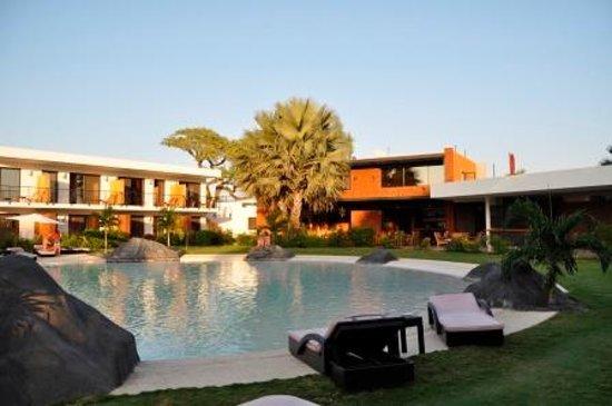 Hotel Keparanga : Autre vue de la piscine depuis la chambre