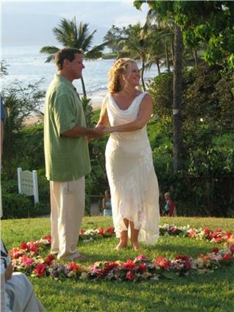 Getting married at Wailea Beach overlook