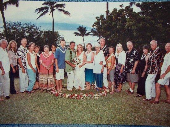 Wailea Beach: The wedding party!