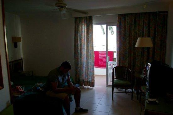 Hotel Servatur Waikiki: Hotel Room