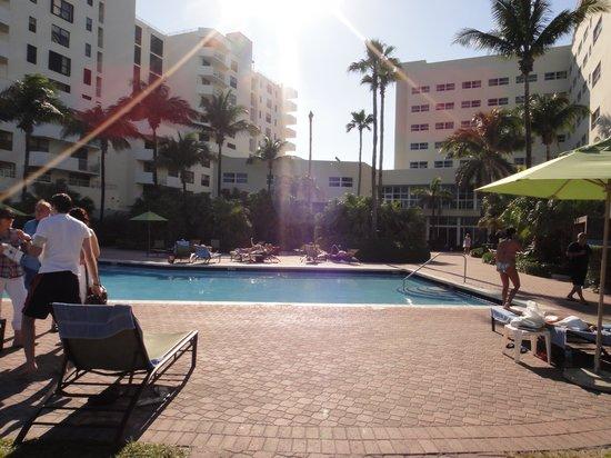 Holiday Inn Miami Beach : Exterior
