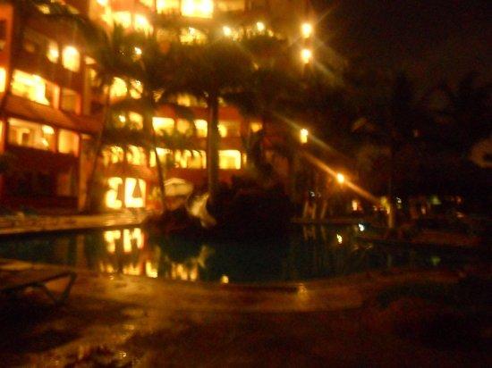 Luna Palace Hotel: edificio de noche