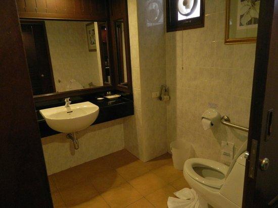 Krabi Tipa Resort: bagno camera standard