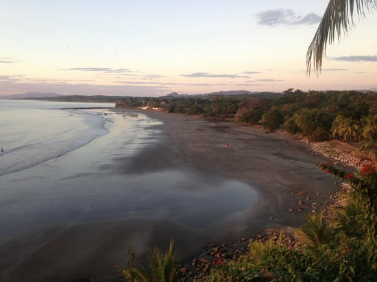 Rise Up Surf Tours Nicaragua: Sunset beach view from pool area