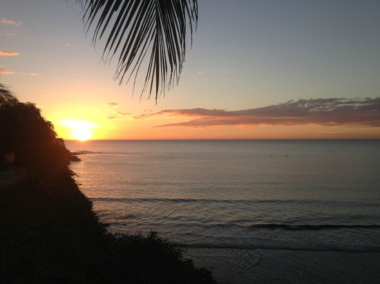Rise Up Surf Tours Nicaragua: Sunset view from pool area