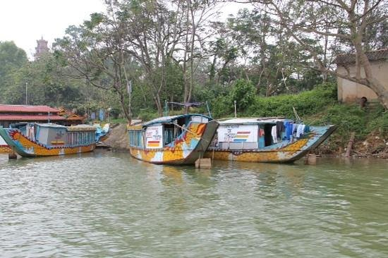 Asia Hotel : boats on the perfume river Hue