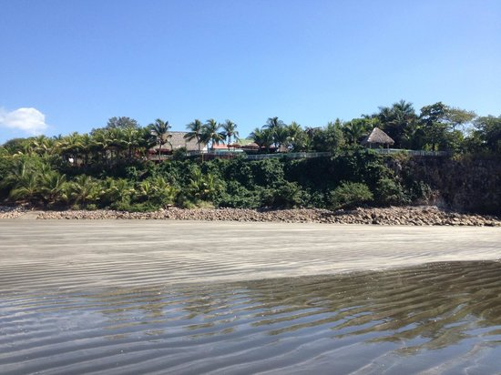 Rise Up Surf Tours Nicaragua : Beach view looking up to Rise Up property