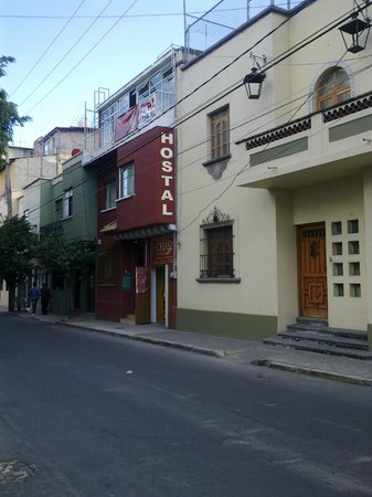 Hostal San Judas Tadeo: Вид с улицы