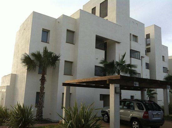 Las Colinas Golf & Country Club: apartment building