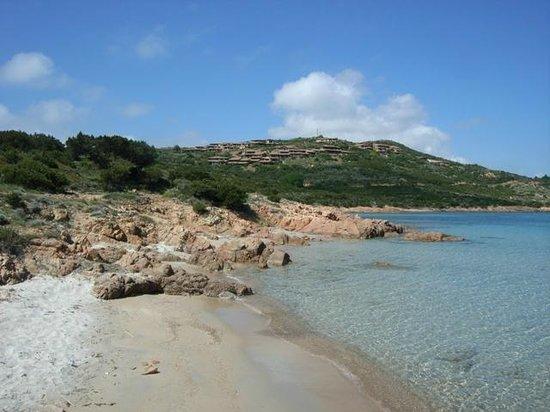 Villaggio Est: Spiaggia da sogno con fondale basso ideale anche per i bambini