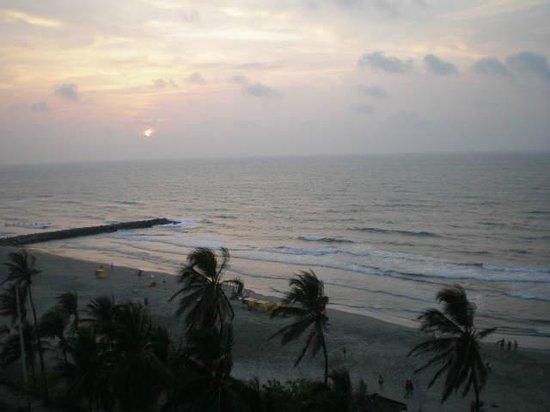 Hotel Cartagena Plaza: por do sol (encoberto por nuvens)