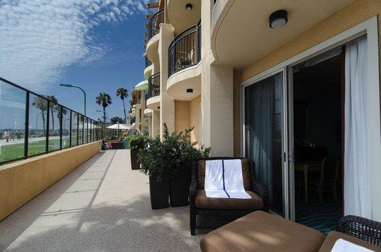 Ocean Park Inn: First Floor Patios