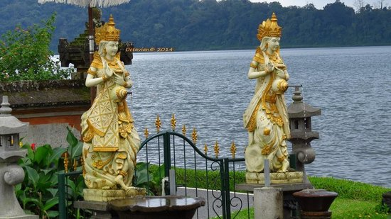 Ulun Danu Bratan Temple: The Temple Goddesses