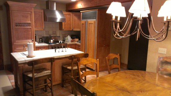 The Chateaux Deer Valley: Kitchen area