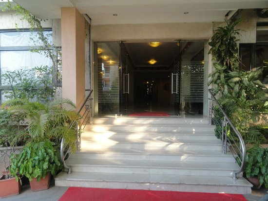 Hotel Surguru : Entrance