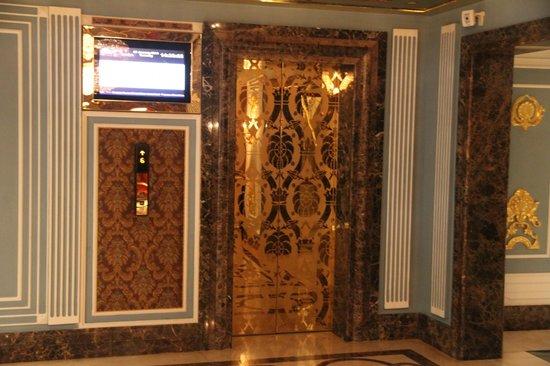 Mardan Palace : Elevator