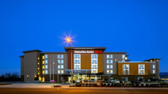 SpringHill Suites by Marriott Bellingham : Exterior at dusk